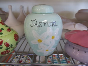 PAINTED LOOSE TEA CONTAINER